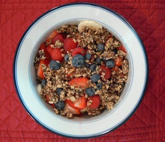 Muesli-blueberry-fraises-assiette